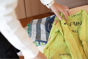 洗濯物をたたむイメージ写真